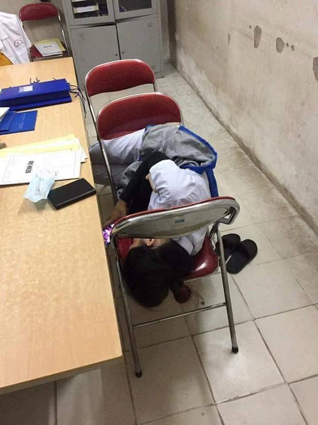 Nỗi khổ của sinh viên học ngành Y: Ăn tranh thủ, ngủ khẩn trương, ế là chuyện bình thường! - Ảnh 10.