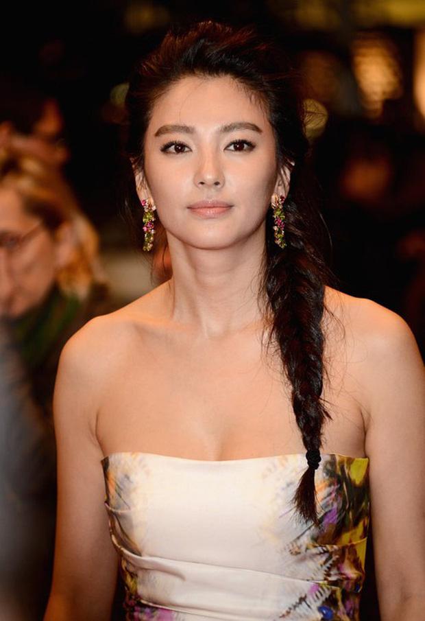 Song Hye Kyo Trung Quốc: Nhan sắc trời ban cùng body nóng bỏng không cứu được 2 cuộc hôn nhân ê chề - Ảnh 9.