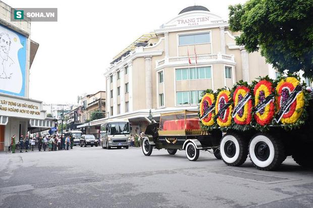Hành trình linh xa đưa Chủ tịch nước Trần Đại Quang qua các ngõ phố Hà Nội để về quê nhà - Ảnh 3.