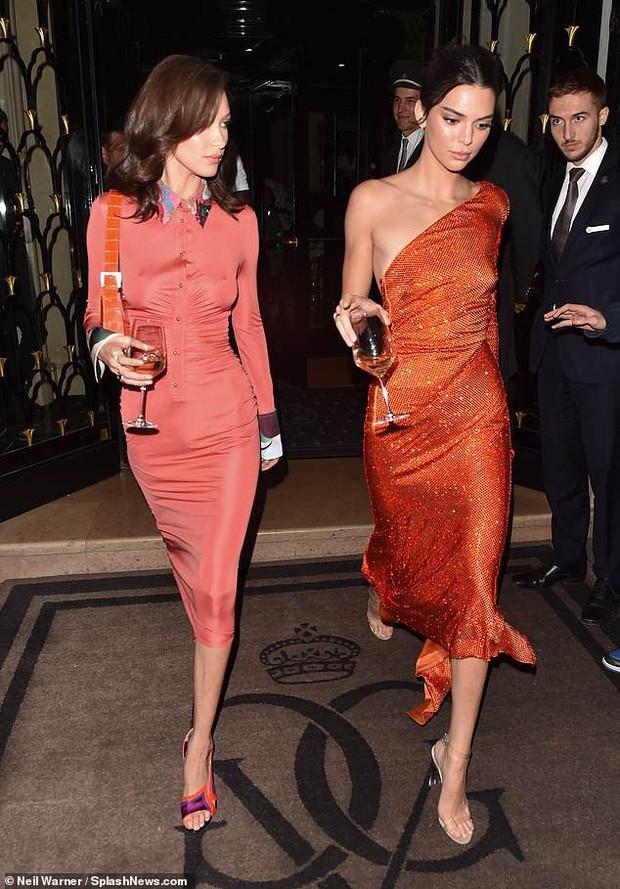 Dáng chuẩn mặt xinh, Kendall Jenner và Bella Hadid đẹp lộng lẫy chẳng khác gì búp bê tại sự kiện - Ảnh 3.