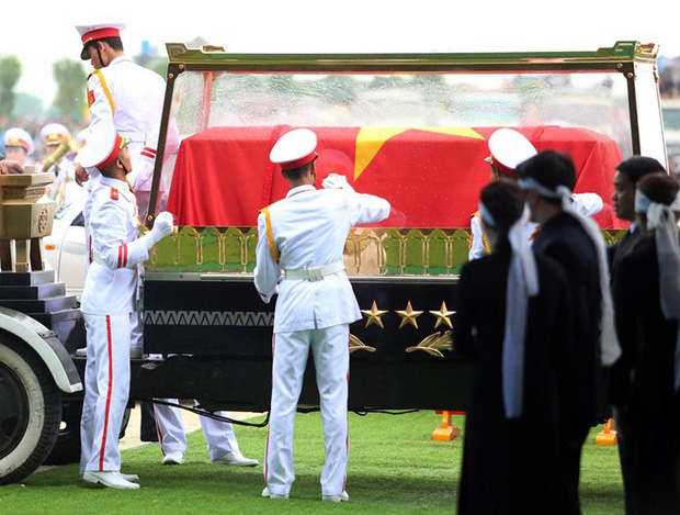 Chủ tịch nước Trần Đại Quang trở về đất mẹ - Ảnh 45.