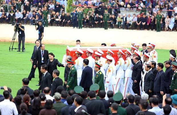 Chủ tịch nước Trần Đại Quang trở về đất mẹ - Ảnh 47.