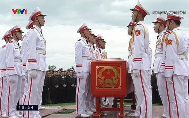 Chủ tịch nước Trần Đại Quang trở về đất mẹ - Ảnh 50.