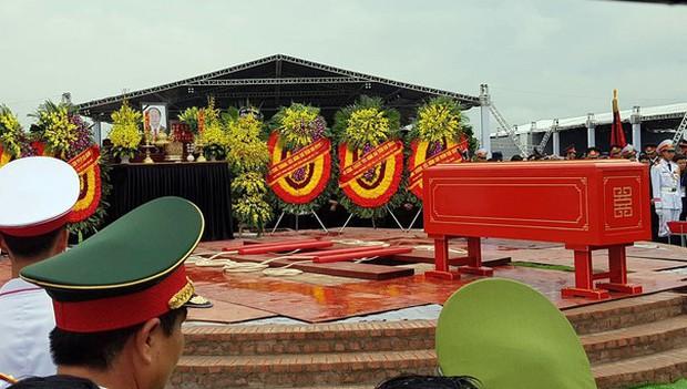 Chủ tịch nước Trần Đại Quang trở về đất mẹ - Ảnh 49.