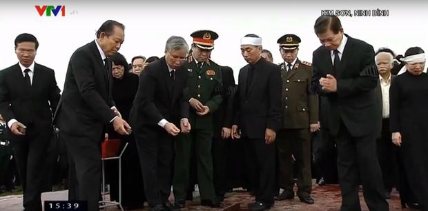 Chủ tịch nước Trần Đại Quang trở về đất mẹ - Ảnh 56.