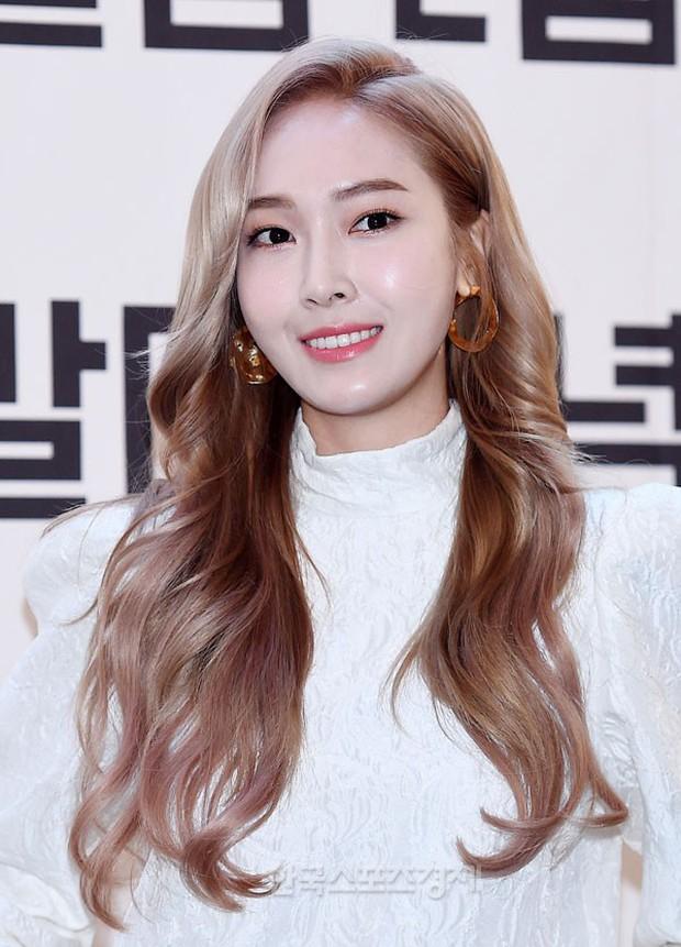 Jessica đẹp nhưng khổ vì phấn son khi nhiều lần tự dìm mình vì đánh nền trắng quá lố - Ảnh 2.