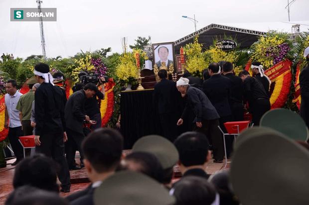 Chủ tịch nước Trần Đại Quang trở về đất mẹ - Ảnh 64.