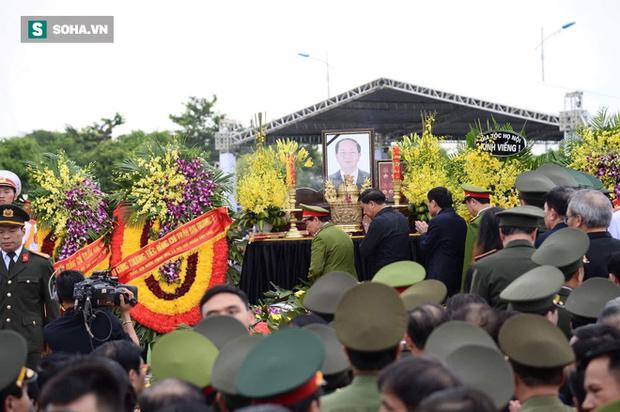 Chủ tịch nước Trần Đại Quang trở về đất mẹ - Ảnh 65.