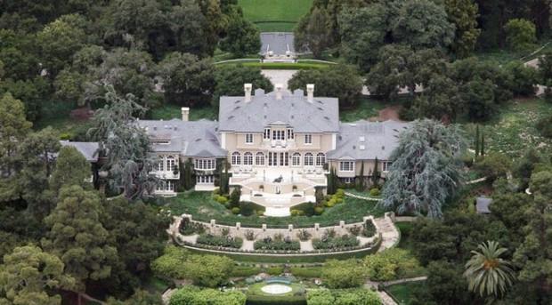 Loạt cung điện khổng lồ gây choáng ngợp của các ông vua bà hoàng Hollywood: Biệt thự cuối từng giữ ngôi đắt nhất nước Mỹ! - Ảnh 2.