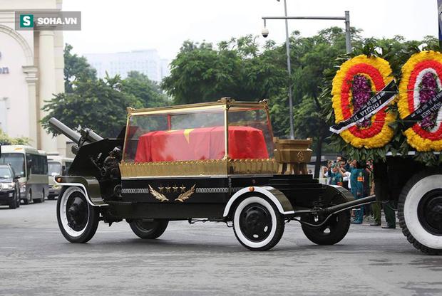 Hành trình linh xa đưa Chủ tịch nước Trần Đại Quang qua các ngõ phố Hà Nội để về quê nhà - Ảnh 19.