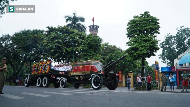 Hành trình linh xa đưa Chủ tịch nước Trần Đại Quang qua các ngõ phố Hà Nội để về quê nhà - Ảnh 20.