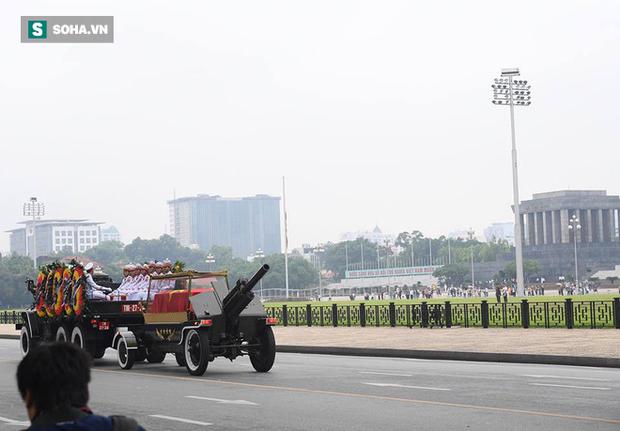 Hành trình linh xa đưa Chủ tịch nước Trần Đại Quang qua các ngõ phố Hà Nội để về quê nhà - Ảnh 8.