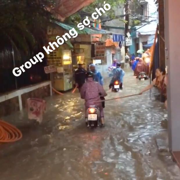 Tiếp sức mùa mưa: Bà cô cầm gậy đứng trước cửa nhà, hễ xe nào lội nước chạy qua là vụt một nhát mà không ai biết tại sao - Ảnh 2.