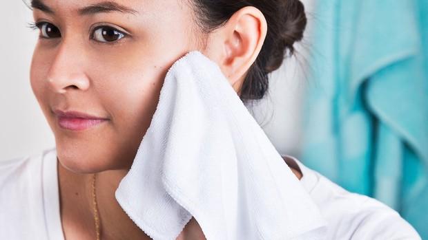 Ngày nào cũng rửa mặt nhưng hội con gái có biết mình đã rửa mặt đúng cách hay chưa? - Ảnh 2.