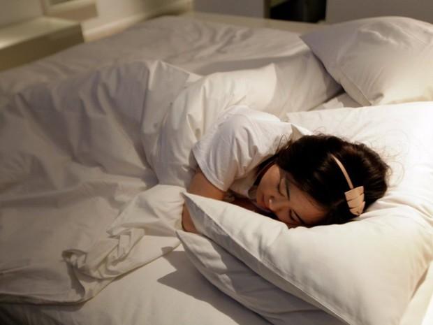 Cả trước và trong khi ngủ mà cứ mắc phải những sai lầm này thì bảo sao mà cân nặng không tăng lên vèo vèo - Ảnh 5.