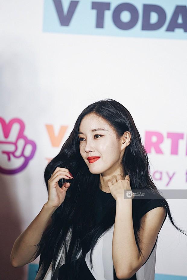 Báu vật quốc dân Seolhyun quyến rũ khó cưỡng, Hyomin rạng rỡ bên dàn chân dài AOA tại fansign ở Việt Nam - Ảnh 15.