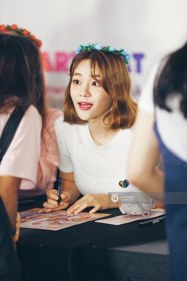 Báu vật quốc dân Seolhyun quyến rũ khó cưỡng, Hyomin rạng rỡ bên dàn chân dài AOA tại fansign ở Việt Nam - Ảnh 8.