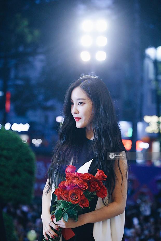 Báu vật quốc dân Seolhyun quyến rũ khó cưỡng, Hyomin rạng rỡ bên dàn chân dài AOA tại fansign ở Việt Nam - Ảnh 20.