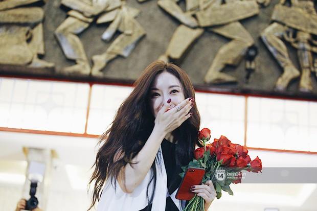 Báu vật quốc dân Seolhyun quyến rũ khó cưỡng, Hyomin rạng rỡ bên dàn chân dài AOA tại fansign ở Việt Nam - Ảnh 21.