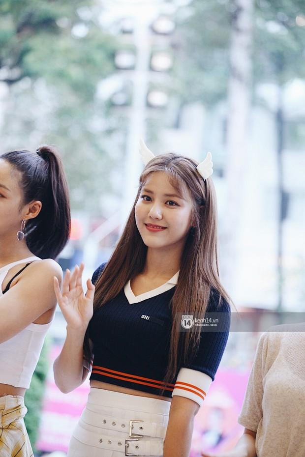 Báu vật quốc dân Seolhyun quyến rũ khó cưỡng, Hyomin rạng rỡ bên dàn chân dài AOA tại fansign ở Việt Nam - Ảnh 4.