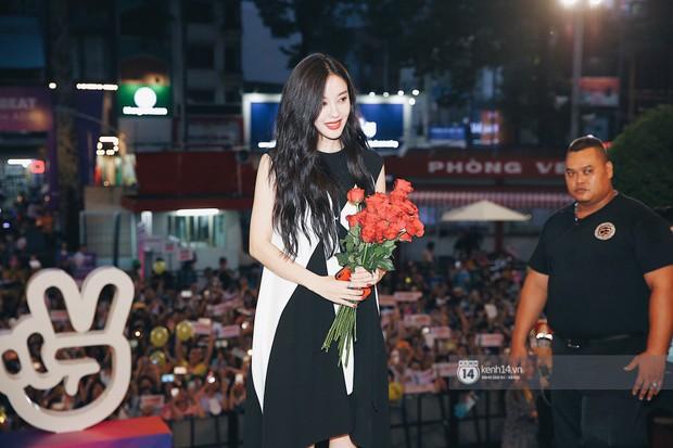 Báu vật quốc dân Seolhyun quyến rũ khó cưỡng, Hyomin rạng rỡ bên dàn chân dài AOA tại fansign ở Việt Nam - Ảnh 19.