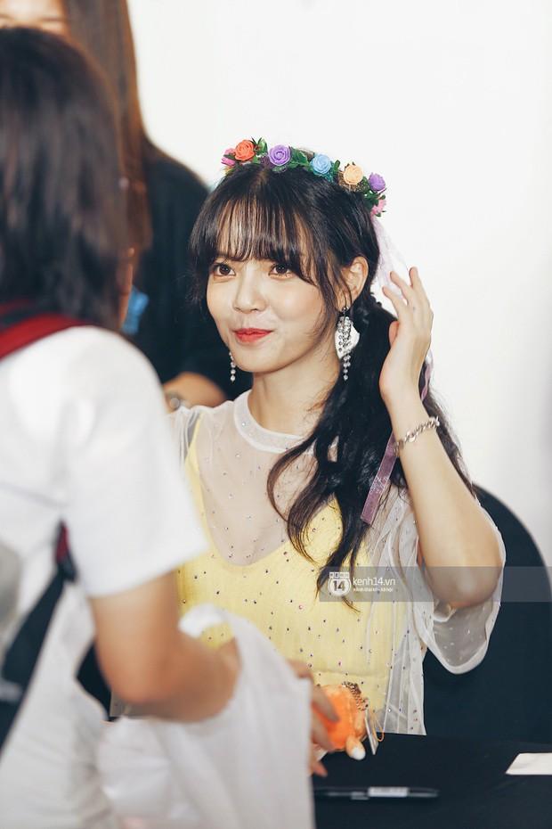 Báu vật quốc dân Seolhyun quyến rũ khó cưỡng, Hyomin rạng rỡ bên dàn chân dài AOA tại fansign ở Việt Nam - Ảnh 12.