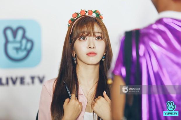 Báu vật quốc dân Seolhyun quyến rũ khó cưỡng, Hyomin rạng rỡ bên dàn chân dài AOA tại fansign ở Việt Nam - Ảnh 11.