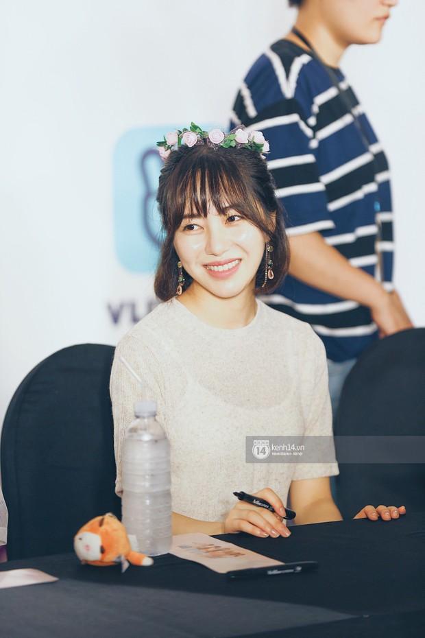 Báu vật quốc dân Seolhyun quyến rũ khó cưỡng, Hyomin rạng rỡ bên dàn chân dài AOA tại fansign ở Việt Nam - Ảnh 13.