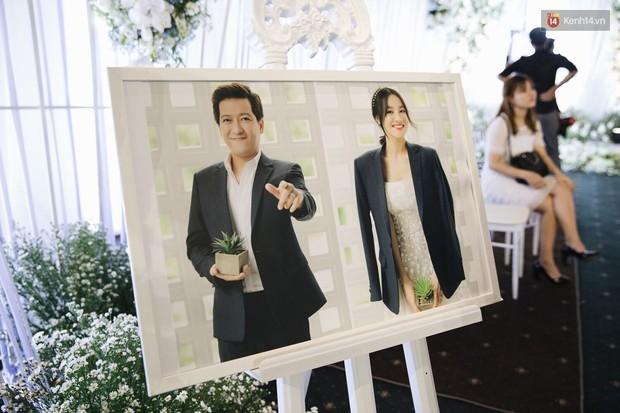 Chiêm ngưỡng lại không gian lễ cưới ngập hoa tươi, đẹp lung linh như cổ tích trong đám cưới của Trường Giang - Nhã Phương - Ảnh 5.