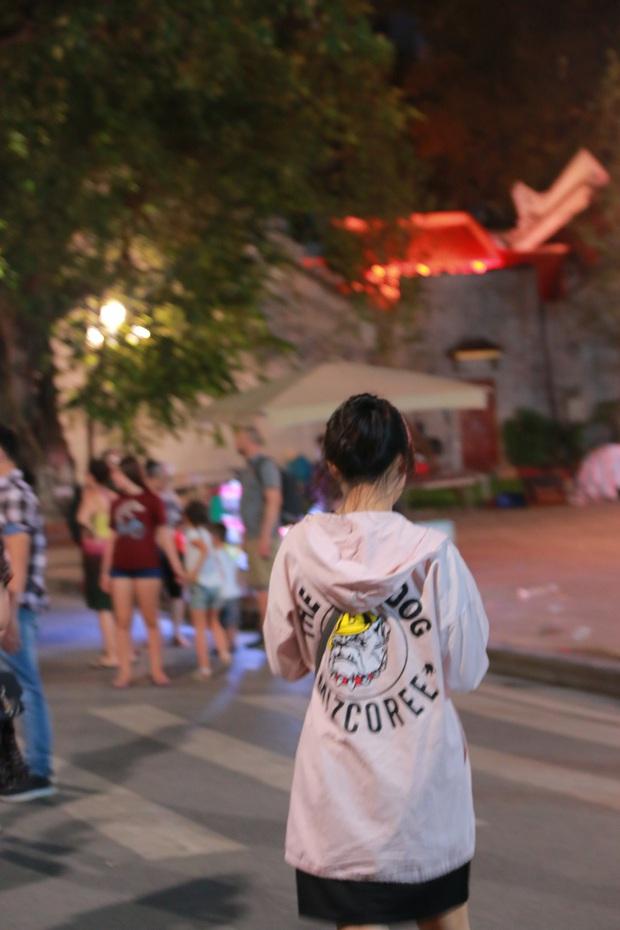 Nhiệt độ Hà Nội đột ngột giảm mạnh, người dân mặc áo ấm ra đường - Ảnh 5.