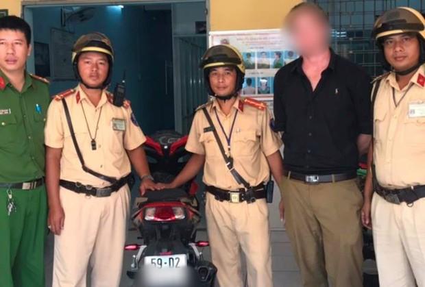 Bị CSGT ở Sài Gòn chặn bắt, người nước ngoài tá hoả phát hiện mình đang sử dụng xe trộm cắp - Ảnh 2.