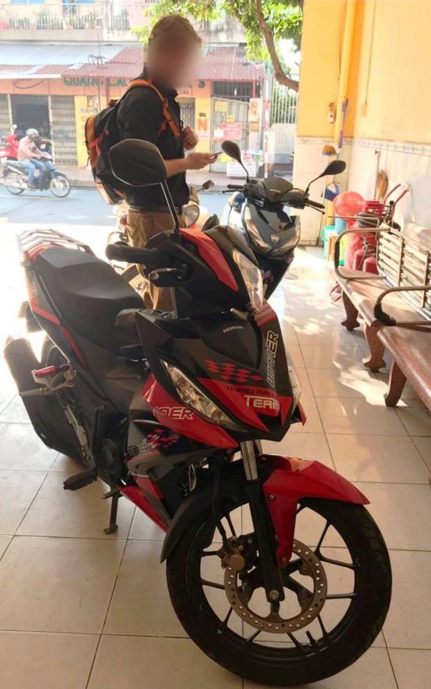 Bị CSGT ở Sài Gòn chặn bắt, người nước ngoài tá hoả phát hiện mình đang sử dụng xe trộm cắp - Ảnh 1.