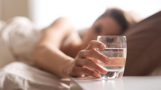Đây là những dấu hiệu cảnh báo bạn đang rơi vào tình trạng thiếu ngủ trầm trọng - Ảnh 5.