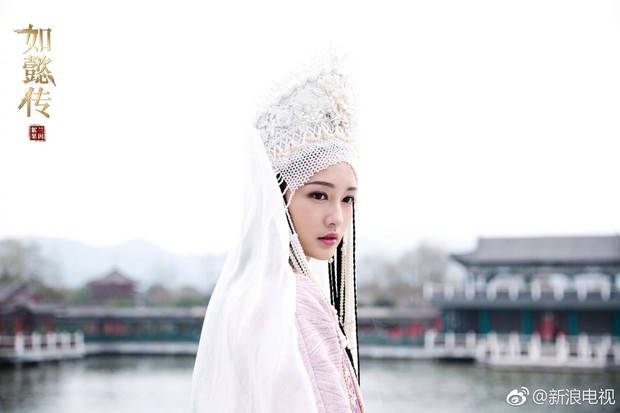 Dĩnh Phi thẳng thắn can gián Càn Long, cả hậu cung quỳ dưới mưa đồng loạt phản đối nạp Hàn Hương vào hậu cung - Ảnh 2.
