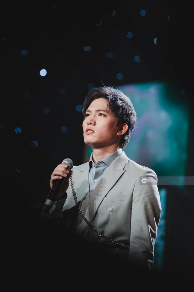 Khoảnh khắc đẹp của dàn sao Việt-Hàn trong show diễn đêm qua khiến khán giả bùng nổ - Ảnh 4.