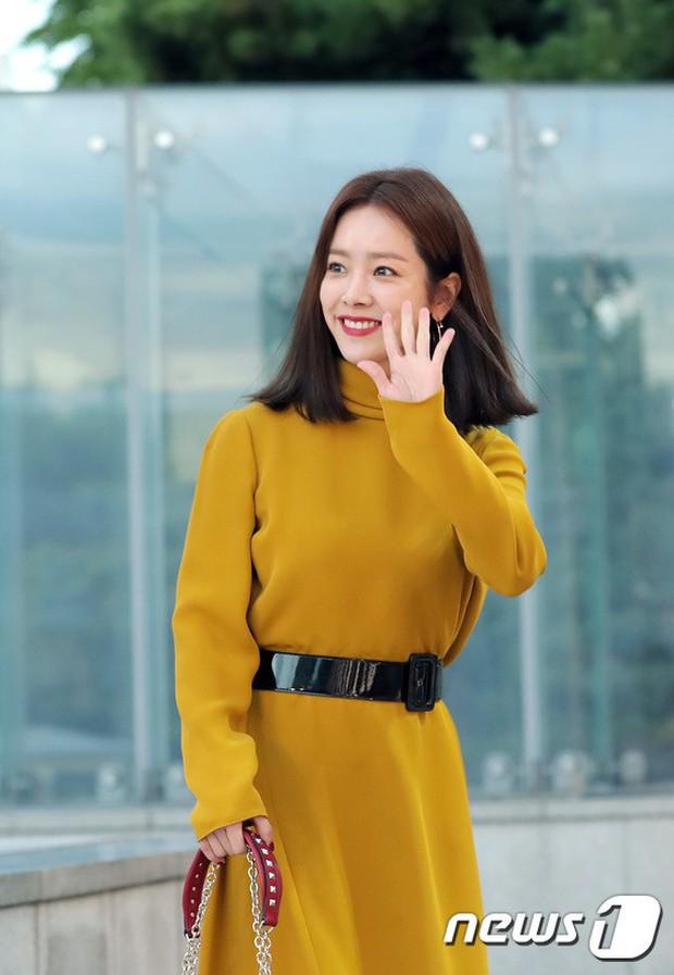 Lộ diện chính thức sau khi cưới Taeyang, Min Hyo Rin đẹp và béo ra trông thấy nhưng sao lại không đeo nhẫn cưới? - Ảnh 15.