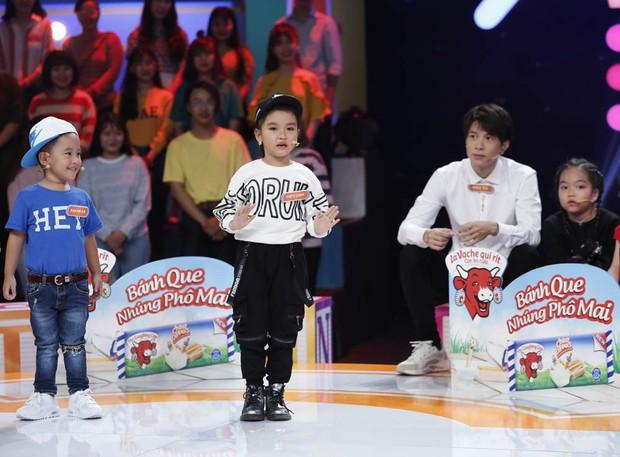 Cậu bé 6 tuổi kiên trì vẫy tay, kéo áo chú Trấn Thành để khen đẹp trai - Ảnh 6.
