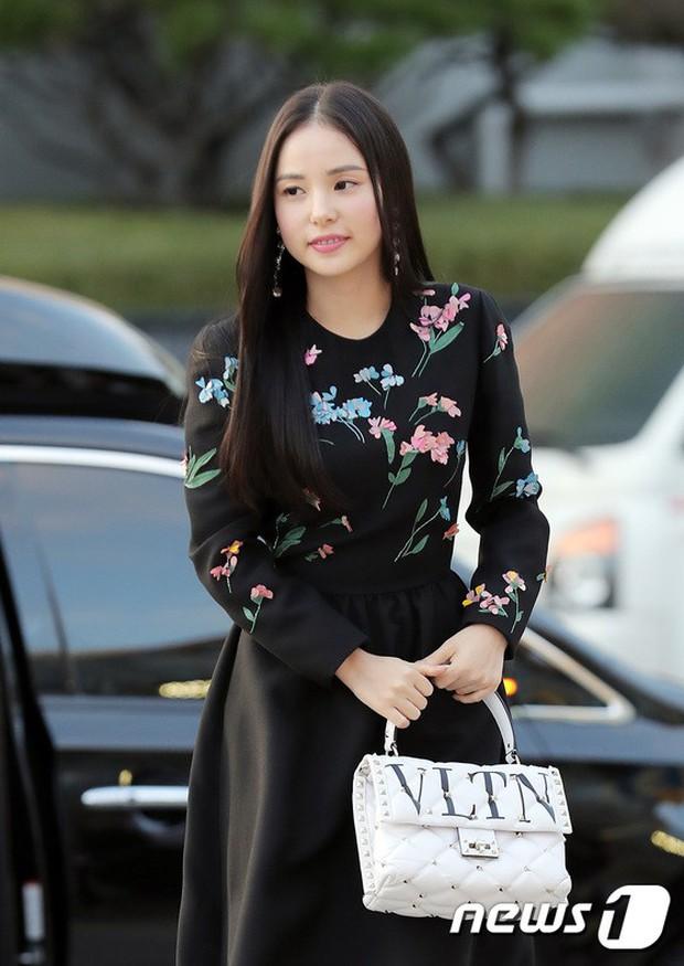 Lộ diện chính thức sau khi cưới Taeyang, Min Hyo Rin đẹp và béo ra trông thấy nhưng sao lại không đeo nhẫn cưới? - Ảnh 3.