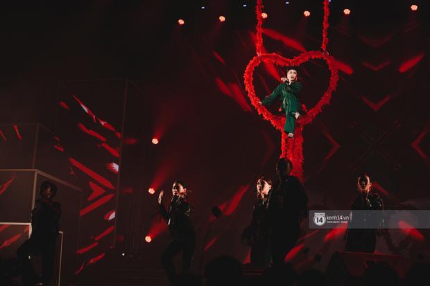 Khoảnh khắc đẹp của dàn sao Việt-Hàn trong show diễn đêm qua khiến khán giả bùng nổ - Ảnh 9.