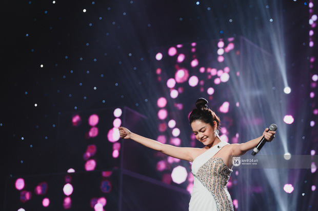 Khoảnh khắc đẹp của dàn sao Việt-Hàn trong show diễn đêm qua khiến khán giả bùng nổ - Ảnh 25.