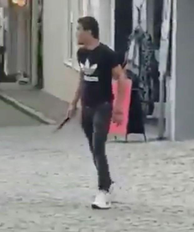 Đức loại trừ động cơ khủng bố trong vụ tấn công bằng dao tại Ravensburg - Ảnh 1.