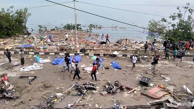 Hiện trường tan hoang sau trận động đất, sóng thần ở Indonesia - Ảnh 1.