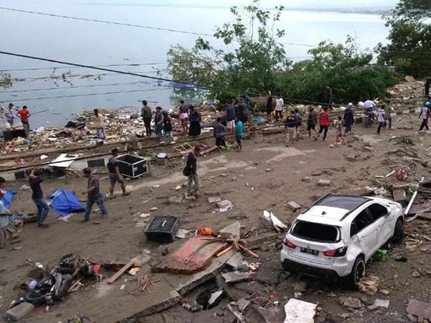 Hiện trường tan hoang sau trận động đất, sóng thần ở Indonesia - Ảnh 2.