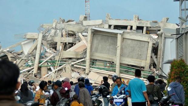 10 người Việt mắc kẹt sau trận động đất, sóng thần ở Indonesia - Ảnh 1.