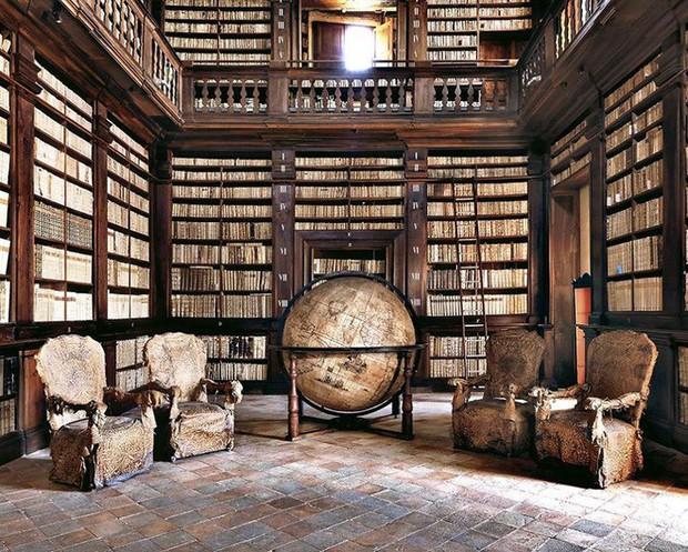 Nhiếp ảnh gia người Ý thực hiện cuộc hành trình đi tìm thư viện đẹp nhất thế giới, và đây là những gì anh ấy ghi lại được - Ảnh 3.