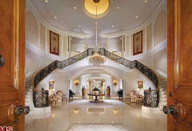 Loạt cung điện khổng lồ gây choáng ngợp của các ông vua bà hoàng Hollywood: Biệt thự cuối từng giữ ngôi đắt nhất nước Mỹ! - Ảnh 29.