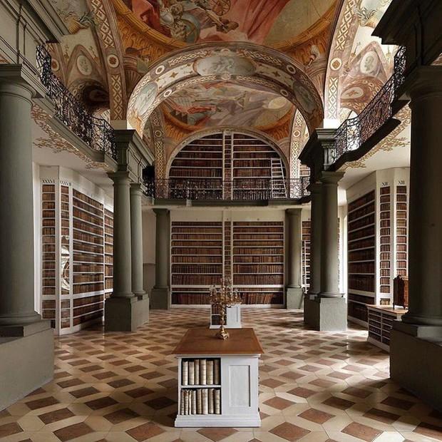 Nhiếp ảnh gia người Ý thực hiện cuộc hành trình đi tìm thư viện đẹp nhất thế giới, và đây là những gì anh ấy ghi lại được - Ảnh 16.