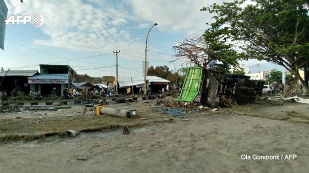 Hiện trường tan hoang sau trận động đất, sóng thần ở Indonesia - Ảnh 4.