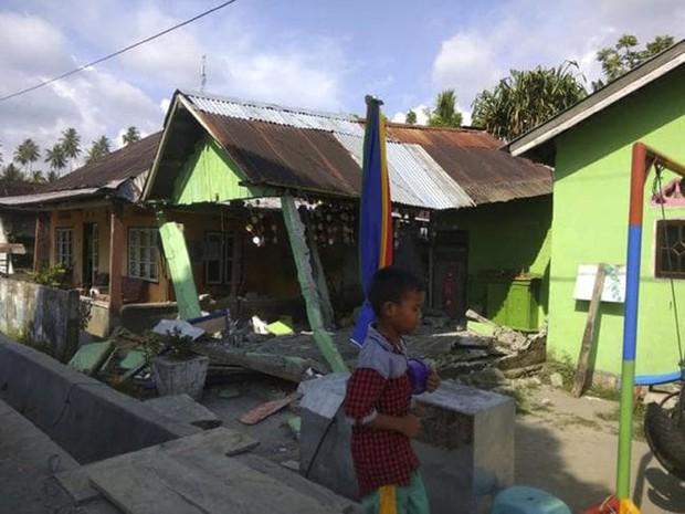Hiện trường tan hoang sau trận động đất, sóng thần ở Indonesia - Ảnh 5.