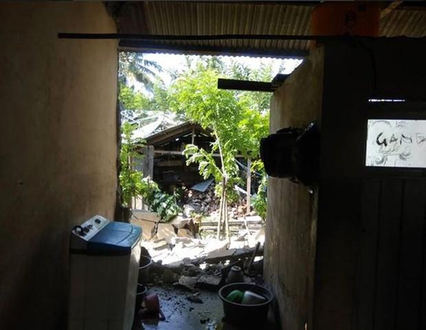 Hiện trường tan hoang sau trận động đất, sóng thần ở Indonesia - Ảnh 6.